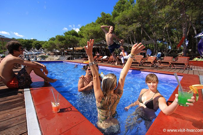 carpe-diem-beach-hvar-001-1365362875_huge