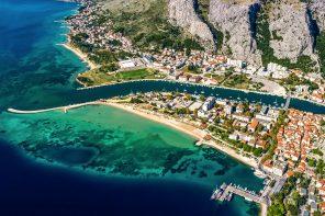 Omis byder på spektakulære naturoplevelser og flotte sandstrande